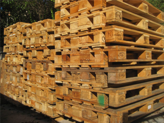 Pomysły na meble i dekoracje z palet drewnianych