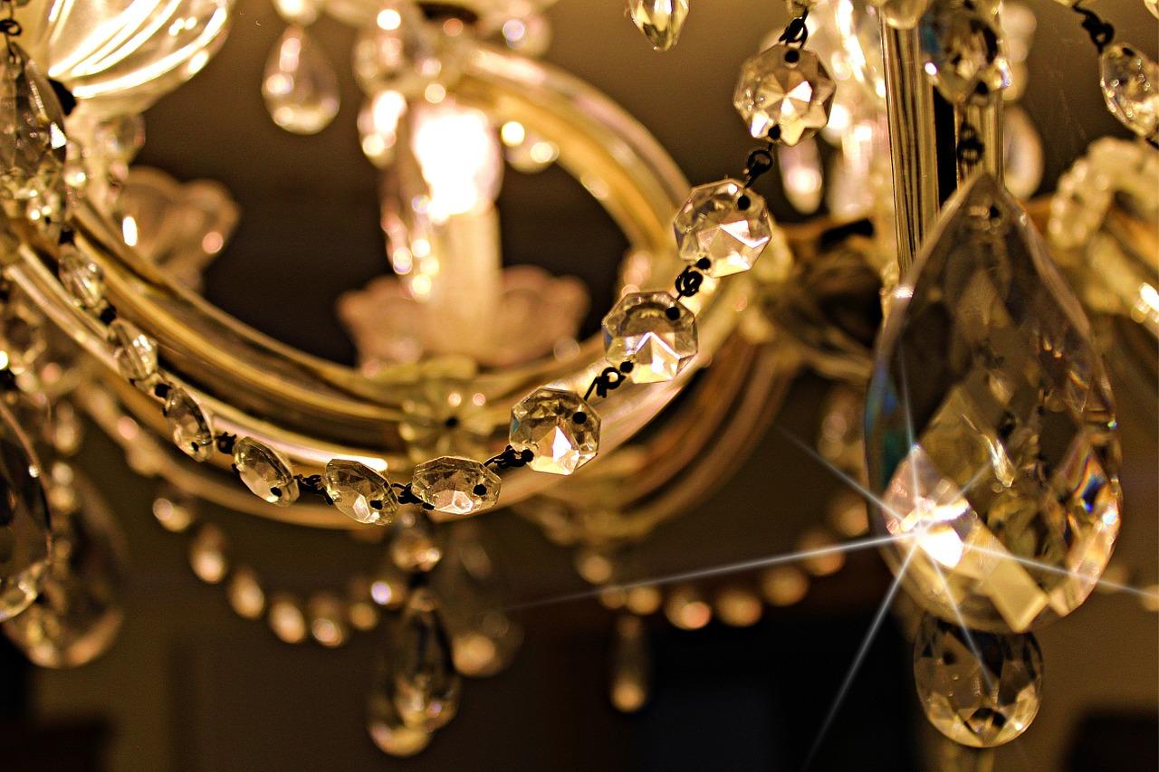 Żyrandole kryształowe – klasyk, który nigdy się nie znudzi