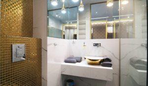 Mozaika złota w łazience
